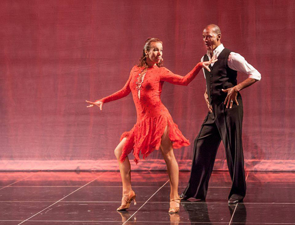 Yulia Maluta and Derrick Curtis Dancing the Cha Cha